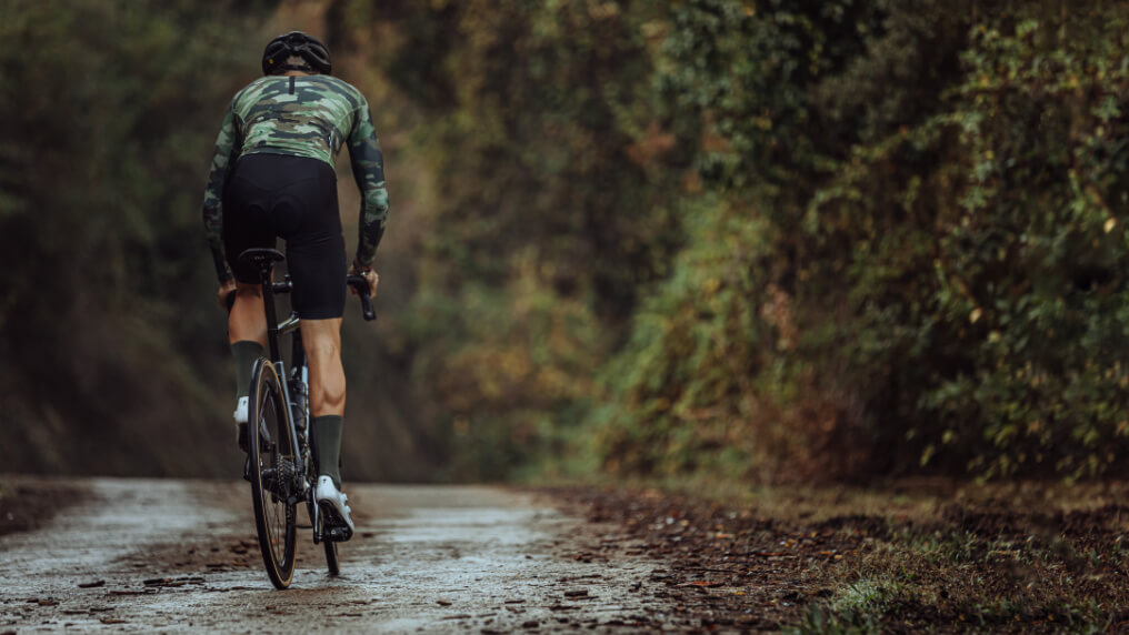 khaki green nologo cycling socks model from behind
